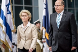 Israeli Defence Minister Moshe Ya'alon (R) welcomes German Minister of Defence Ursula von der Leyen (L) in Tel Aviv, Israel, 11 May 2015. Israel signed a contract with Germany on 11 May to buy four patrol ships to help defend its 'economic waters,' particularly its gas fields in the Mediterranean Sea. The 430-million-euro (480-million-dollar) deal was signed at a ceremony with German officials at the Israeli Defence Ministry, a statement from the ministry said. Israel and Germany on 12 May mark 50 years since they established diplomatic relations.