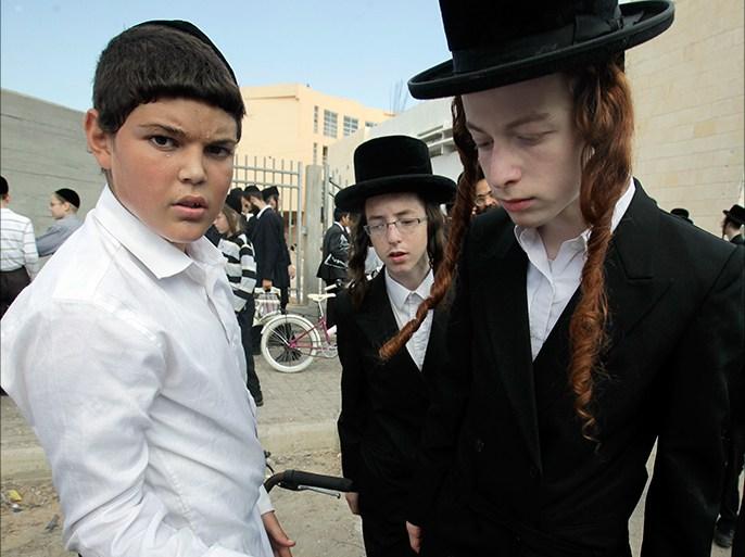متطرفون يهود يشبهون جنرالا إسرائيليا بهتلر | إسرائيل أخبار | الجزيرة نت