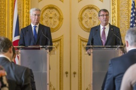 A handout picture provided by the British Ministry of Defense (MoD) on 09 October 2015 of British State Secretary for Defense Michael Fallon (L) and US Defence Secretary Ashton Carter (R) at a joint news conference following their meeting at Lancaster House in London, Britain, 09 October 2015. Defence Secretary Michael Fallon hosted the visit by the US Secretary of Defense in London. They later were joined by German Defence Minister Ursula von der Leyen for a lunch.  EPA/SGT ROSS TILLY/ RAF / MOD / HANDO