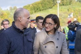 Austrian Minister of Defense Gerald Klug (L) and Interior Minister Johanna Mikl-Leitner (R) visit the Slovenian-Austrian border near Spielfeld, Austria, 22 October 2015. Police had to open security fences in order to guarantee security for some 2.000 refugees waiting to enter Austria. Europe must boost security on its outer borders in the face of the brewing refugee crisis while finding a way to stay true to its values, delegates at a meeting of European conservative parties argued 21 October 2015.