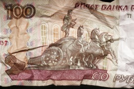 A Russian 100-rouble banknote is seen in this illustration picture taken in Moscow, Russia, January 11, 2016. REUTERS/Maxim Zmeyev