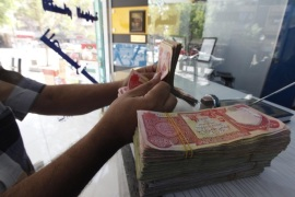 A customer counts Iraqi dinars at a money changer in Baghdad October 1, 2012. Many Iraqis have lost faith in their dinar currency but to some foreign speculators, it promises big profits. The contrast underlines the uncertainties of investing in Iraq as the country recovers from years of war and economic sanctions. Picture taken October 1, 2012. To match IRAQ-ECONOMY/DINAR  REUTERS/Saad Shalash (IRAQ – Tags: BUSINESS POLITICS)