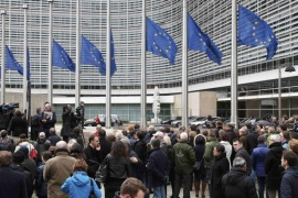 People observe a minute of silence outside the EU Commission Headquarters in Brussels following Tuesday's bomb attacks in Brussels, Belgium, March 23, 2016.    REUTERS/Francois Lenoir