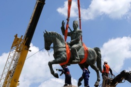 Tunisian workers remove the statue of first Tunisian president, Habib Bourguiba, from La Goulette in the northern outskirts of Tunis, Tunisia, 03 May 2016. The statue will be returned to its original location in the center of Tunis on 01 June as part of the celebrations to mark the 61st anniversary of Bourguiba's return from exile. The statue of Bourguiba was moved to La Goulette in 1987 following a coupe by the former president Zine El Abidine Ben Ali.