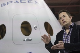 SpaceX CEO Elon Musk speaks after unveiling the Dragon V2 spacecraft in Hawthorne, California May 29, 2014. Space Exploration Technologies announced April 27, 2016, it will send uncrewed Dragon spacecraft to Mars as early as 2018, a first step in company founder Elon Musk's goal to fly people to another planet. REUTERS/Mario Anzuoni/File Photo      TPX IMAGES OF THE DAY