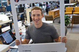 Mark Zuckerberg uses tape over the webcam and microphone of his macbook(facebook)