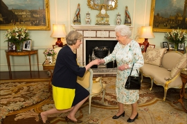 epa05423355 Queen Elizabeth II (R) welcomes Theresa May at the start of an audience in Buckingham Palace, where she invited the former Home Secretary to become the new Prime Minister of Britain and form a new government, London, Britain, 13 July 2016.  EPA/DOMINIC LIPINSKI UK AND IRELAND OUT – NO ARCHIVE  EDITORIAL USE ONLY/NO SALES/NO ARCHIVES