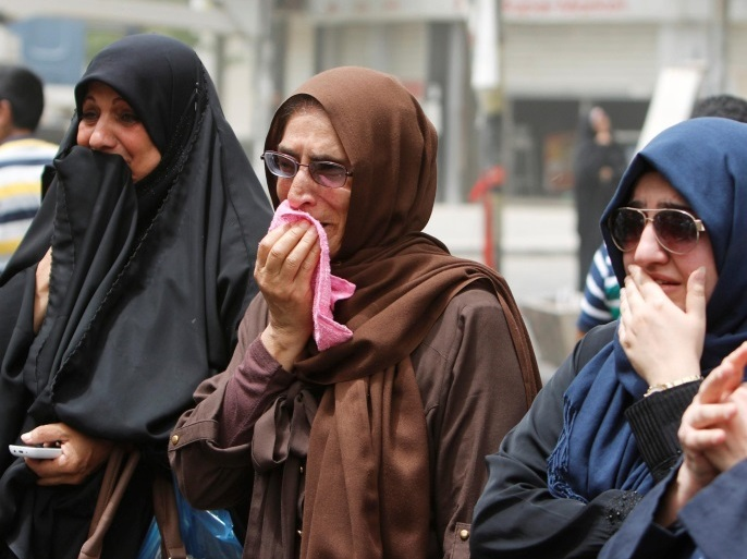 Women react at the site after a suicide car bomb attack at the shopping area of Karrada, a largely Shi'ite district, in Baghdad, Iraq July 4, 2016. REUTERS/Ahmed Saad