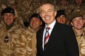 Britain's Prime Minister Tony Blair (C) visits British troops in Basra, southern Iraq December 17, 2006. Picture taken December 17, 2006.   REUTERS/Eddie Keogh/File Photo