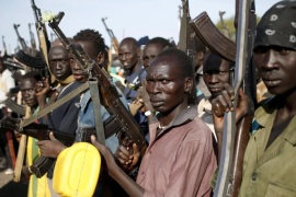 Jikany Nuer White Army fighters holds their weapons in Upper Nile State, South Sudan February 10, 2014. REUTERS/Goran Tomasevic/File Photo