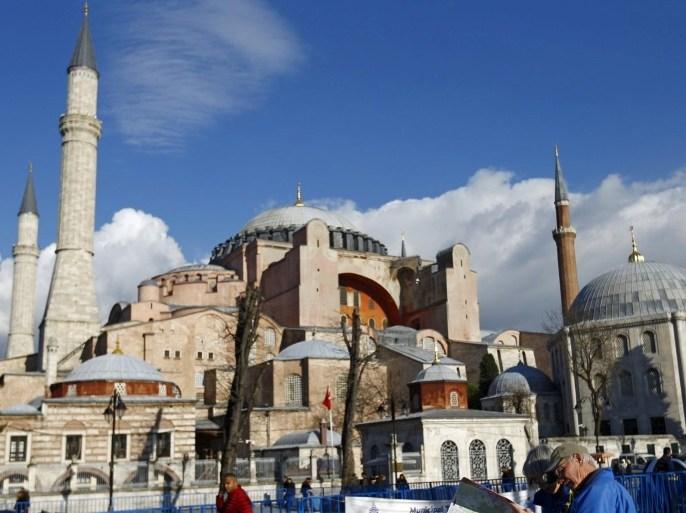 في رمضان سنة 1437 هجرية رُفع الأذان من الموقع الذي رفع منه آخر مرة بأيا صوفيا قبل 85 عاما (رويترز)