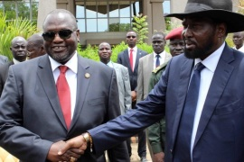 (FILE) A file photo dated 29 April 2016 shows South Sudan President Salva Kiir (R) shaking hands with former rebel leader and First Vice-President Riek Machar (L) after a new unity government was sworn-in, Juba, South Sudan. Reports on 10 July 2016 said hundreds were killed in two days of renewed fighting between supporters of President Salva Kiir and Vice-President Riek Machar. The UN Security Council condemned the fighting that erupted in Juba, the worst violence sinc