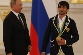 Russian President Vladimir Putin (L) and Russia's Olympic gold medal winner in men's 60kg judo event Beslan Mudranov (R) attends a presentation ceremony for Russian Rio-2016 Olympic medal winners in the Kremlin in Moscow, Russia, 25 August 2016.