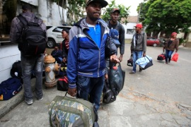 Haitian migrants carry their belongings while seeking to resolve their legal situation to avoid deportation from Colombia and continue their way to Panama and the United States, in Cali, Colombia, August 10, 2016. REUTERS/Jaime Saldarriaga