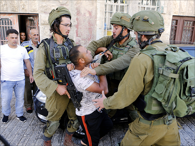 بينهم 93 قاصرا و8 نساء.. إسرائيل تعتقل مئات الفلسطينيين في شهر