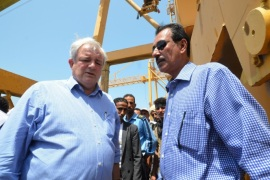 United Nations Under-Secretary-General for Humanitarian Affairs, Stephen O'Brien (L), tours the port facilities of the Red Sea city of Houdieda, Yemen October 3, 2016. REUTERS/Abduljabbar Zeyad