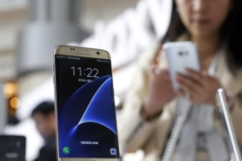 A visitor tests a Samsung Galaxy S7 edge smartphone displayed during a pre promotional show in Taipei, Taiwan, 04 March 2016. According to news reports, Samsung Electronics Co. sold the most smartphones followed by Apple Inc., Asustek Computers Inc. and HTC Corporation from around 728,000 total smartphone sales in Taiwan by January 2016.