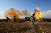 Members of Hashid Shaabi or Popular Mobilization Forces (PMF) fire towards Islamic State militant positions in west of Mosul, Iraq, December 28, 2016. REUTERS/Stringer FOR EDITORIAL USE ONLY. NO RESALES. NO ARCHIVE.