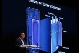 Samsung Electronics Mobile Communication President Koh Dong-Jin presents a diagram of the components in a phone battery during a press conference at Samsung's headquarters in Seoul, South Korea, 23 January 2017. Samsung decided to discontinue the Galaxy Note 7 in October 2016 after recalling millions of units worldwide over safety concerns. Samsung announced its findings on the battery design faults, that caused the recall of Note 7 phones, and introduced its new 8-Poi