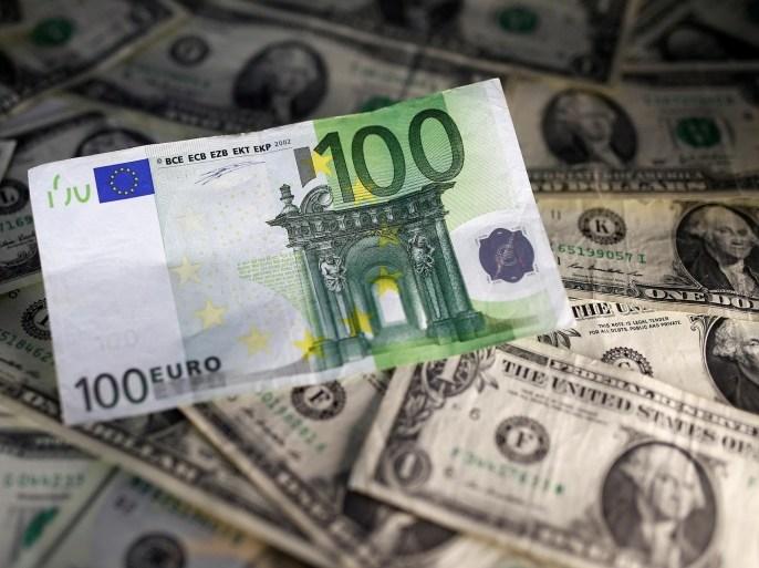 العقوبات والرسوم الجمركية التي فرضتها إدارة ترامب على عدد من الدول العامين الماضيين كشفت مدى ارتباط أوروبا بالنظام المالي الأميركي (رويترز)