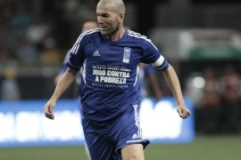French former soccer player Zinedine Zidane in action during a match between his friends and 'Friends of Ronaldo' at the Arena do Gremio in Porto Alegre, Brasil, 19 December 2012. This is a is part of the 'match against poverty' campaign by the United Nations Development Program (UNDP).
