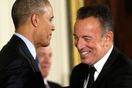FILE PHOTO – Musician Bruce Springsteen (R) thanks U.S. President Barack Obama for his Presidential Medal of Freedom during a ceremony in the East Room of  the White House in Washington, U.S. on November 22, 2016.       REUTERS/Yuri Gripas/File Photo