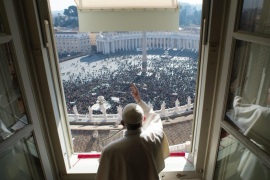 A handout picture provided by the Vatican newspaper L'Osservatore Romano on 29 January 2017 shows Pope Francis (C) as he greet faithful from a window of the Apostolic Palace in Vatican City, during the Angelus, the traditional Sunday prayer, on St. Peter's Square, Vatican City, 29 January 2017.  EPA/OSSERVATORE ROMANO/ HANDOUT