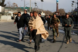 Afghan men walk toward a military hospital to see their relatives after blast and gunfire in Kabul, Afghanistan March 8, 2017.  REUTERS/Mohammad Ismail