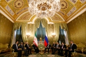 epa05874994 Russian President Vladimir Putin (C-R) meets with Iranian President Hassan Rouhani (C-L) at the Kremlin in Moscow, Russia, 28 March 2017. Iranian President is on official visit in Russia.  EPA/SERGEI KARPUKHIN / POOL