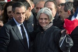 epa05831556 'Les Republicains' party candidate for the 2017 French presidential elections, Francois Fillon (L) flanked by his wife Penelope (R) acknowledge cheers from the crowd after his speech during a meeting organized to support him on the Place du Trocadero in Paris, France, 05 March 2017. For the past few days, the candidate has seen most of his supporters leaving as he is under justice scrutiny. France holds the first round of the 2017 presidential elections on 23 April 2017.  EPA/IAN LANGSDON