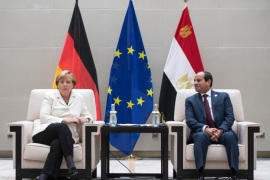 German Chancellor Angela Merkel (L) and Egyptian President Abdel Fattah al-Sisi (R) meet on the sidelines of the G20 summit in Hangzhou, China, 05 September 2016.