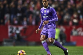 SEVILLE, SPAIN – JANUARY 15:  Raphael Varane of Real Madrid CF in action during the La Liga match between Sevilla FC and Real Madrid CF at Estadio Ramon Sanchez Pizjuan on January 15, 2017 in Seville, Spain.  (Photo by Aitor Alcalde/Getty Images)