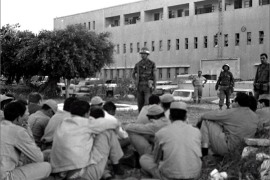 epa01028761 A black and white file photograph from the Israeli Government Press Office archives released 04 June 2007 shows Israeli soldiers guarding captured Egyptian soldiers in the yard of the police headquarters in Gaza City on 06 June 1967 during the Six Day War. Israel occupied the Gaza Strip, 'reunified' Jerusalem, took control of the West Bank from the Jordanians and surprised the Egyptian air force and army.  EPA/AVITAL MOSSENZON-ISRAELI GOVERNMENT PRESS OFFICE/HANDOUT  EDITORIAL USE ONLY