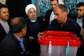 epa05973364 Iranian president Hassan Rouhani (C) casts his ballot in Ershad Mosque polling station during the Iranian presidential elections in Tehran, Iran, 19 May 2017. Out of the candidates, the race is tightest between frontrunners Iranian current president Hassan Rouhani and conservative presidential candidate Ebrahim Raisi.  EPA/ABEDIN TAHERKENAREH