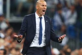 MADRID, SPAIN – MAY 02:  Zinedine Zidane head coach of Real Madrid shouts during the UEFA Champions League semi final first leg match between Real Madrid CF and Club Atletico de Madrid at Estadio Santiago Bernabeu on May 2, 2017 in Madrid, Spain.  (Photo by Clive Rose/Getty Images)