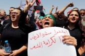 Protestors chant slogans during a demonstration near the Israeli embassy in Amman, Jordan July 28, 2017. The poster reads