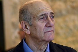 Former Israeli Prime Minister Ehud Olmert leaves the courtroom at the Supreme Court in Jerusalem December 29, 2015. Israel's top court slashed Olmert's prison sentence to 18 months from six years on Tuesday after overturning the main count in his 2014 bribery conviction. Olmert, 70, will begin serving his term on Feb. 15, according to live reports from the Jerusalem courtroom, making him the first former head of government in Israel to go to prison. REUTERS/Debbie Hill/Pool