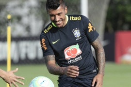 epa05860760 Brazil national soccer team player Paulinho during a training session at club Corinthians in Sao Paulo, Brazil, 20 March 2017. Brazil will face Uruguay on 23 March for the South American qualifying round for FIFA World Cup Russia 2018. EPA/SEBASTIAO MOREIRA