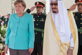 Saudi Arabia's King Salman bin Abdulaziz Al Saud stands next to German Chancellor Angela Merkel during a reception ceremony in Jeddah, Saudi Arabia April 30, 2017. Bandar Algaloud/Courtesy of Saudi Royal Court/Handout via REUTERS    ATTENTION EDITORS – THIS PICTURE WAS PROVIDED BY A THIRD PARTY. FOR EDITORIAL USE ONLY.