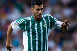 MADRID, SPAIN – AUGUST 29: Dani Ceballos of Real Betis Balompie controls the ball during the La Liga match between Real Madrid CF and Real Betis Balompie at Estadio Santiago Bernabeu on August 29, 2015 in Madrid, Spain.  (Photo by Gonzalo Arroyo Moreno/Getty Images)