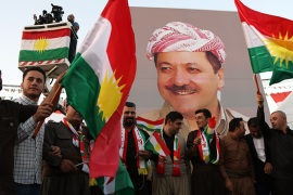 epa06203328 Kurdish men carry a portrait of President of the Iraqi Kurdistan Region Masoud Barzani as they take part in a march to support independence referendum in Erbil city, the Capital of the Kurdistan Region in northern Iraq, 13 September 2017. The Kurdistan Region has scheduled an independence referendum for 25 September 2017 to allow people in the region to determine their future, either remain as part of Iraq or declare independence. EPA-EFE/GAILAN HAJI