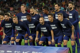 Soccer Football – Santander La Liga – FC Barcelona vs Eibar – Camp Nou, Barcelona, Spain – September 19, 2017   Barcelona players pose for a team group photo wearing shirts in reference to Ousmane Dembele before the match   REUTERS/Albert Gea