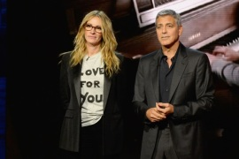 UNIVERSAL CITY, CA – SEPTEMBER 12:  In this handout photo provided by Hand in Hand, Julia Roberts and George Clooney attend Hand in Hand: A Benefit for Hurricane Relief at Universal Studios AMC on September 12, 2017 in Universal City, California.  (Photo by Kevin Mazur/Hand in Hand/Getty Images)