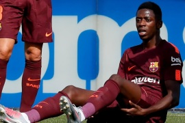 Barcelona's record signing Ousmane Dembele reacts after sustaining an injured during his Spanish La Liga match against Getafe at Colisseum Alfonso Perez stadium in Getafe, Spain, September 16, 2017. Picture taken September 16, 2017. REUTERS/Paul Hanna