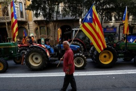 Tractors carrying Catalan separatist flags take part in a protest in favour of the banned referendum on independence from Spain in Barcelona, Spain, September 29, 2017.  REUTERS/Juan Medina