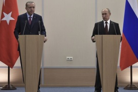 Russia's President Vladimir Putin (R) and Turkey's President Tayyip Erdogan attend a news conference after the talks in Sochi, Russia November 13, 2017. Sputnik/Alexei Nikolsky/Kremlin via REUTERS  ATTENTION EDITORS – THIS IMAGE WAS PROVIDED BY A THIRD PARTY.