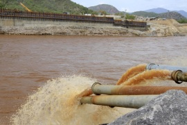 Water gushes out from pipes by the construction of Ethiopia's Great Renaissance Dam in Guba Woreda, some 40 km (25 miles) from Ethiopia's border with Sudan, June 28, 2013. Egypt fears the $4.7 billion dam, that the Horn of Africa nation is building on the Nile, will reduce a water supply vital for its 84 million people, who mostly live in the Nile valley and delta. Picture taken June 28, 2013. REUTERS/Tiksa Negeri (ETHIOPIA – Tags: POLITICS SOCIETY ENERGY ENVIRONMENT)
