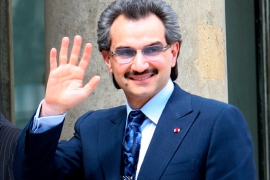 epa01415067 Prince Alwaleed Bin Talal Bin Abdulaziz Al Saud from Saudi Arabia (R) arrives with Diplomatic Councelor Jean David Levitte (L) at Elysee Palace, in Paris, France, 16 July 2008, for a meeting with French President Nicolas Sarkozy.  EPA/LUCAS DOLEGA