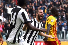 TURIN, ITALY – NOVEMBER 05:  Gonzalo Higuain of Juventus celebrates after scoring the equalizing goal during the Serie A match between Juventus and Benevento Calcio on November 5, 2017 in Turin, Italy.  (Photo by Tullio M. Puglia/Getty Images)
