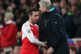 Football Soccer – Arsenal v Dinamo Zagreb – UEFA Champions League Group Stage – Group F – Emirates Stadium, London, England – 15/16 – 24/11/15Arsenal's Santi Cazorla shakes hands with manager Arsene Wenger after being substitutedAction Images via Reuters / Matthew ChildsEDITORIAL USE ONLY.